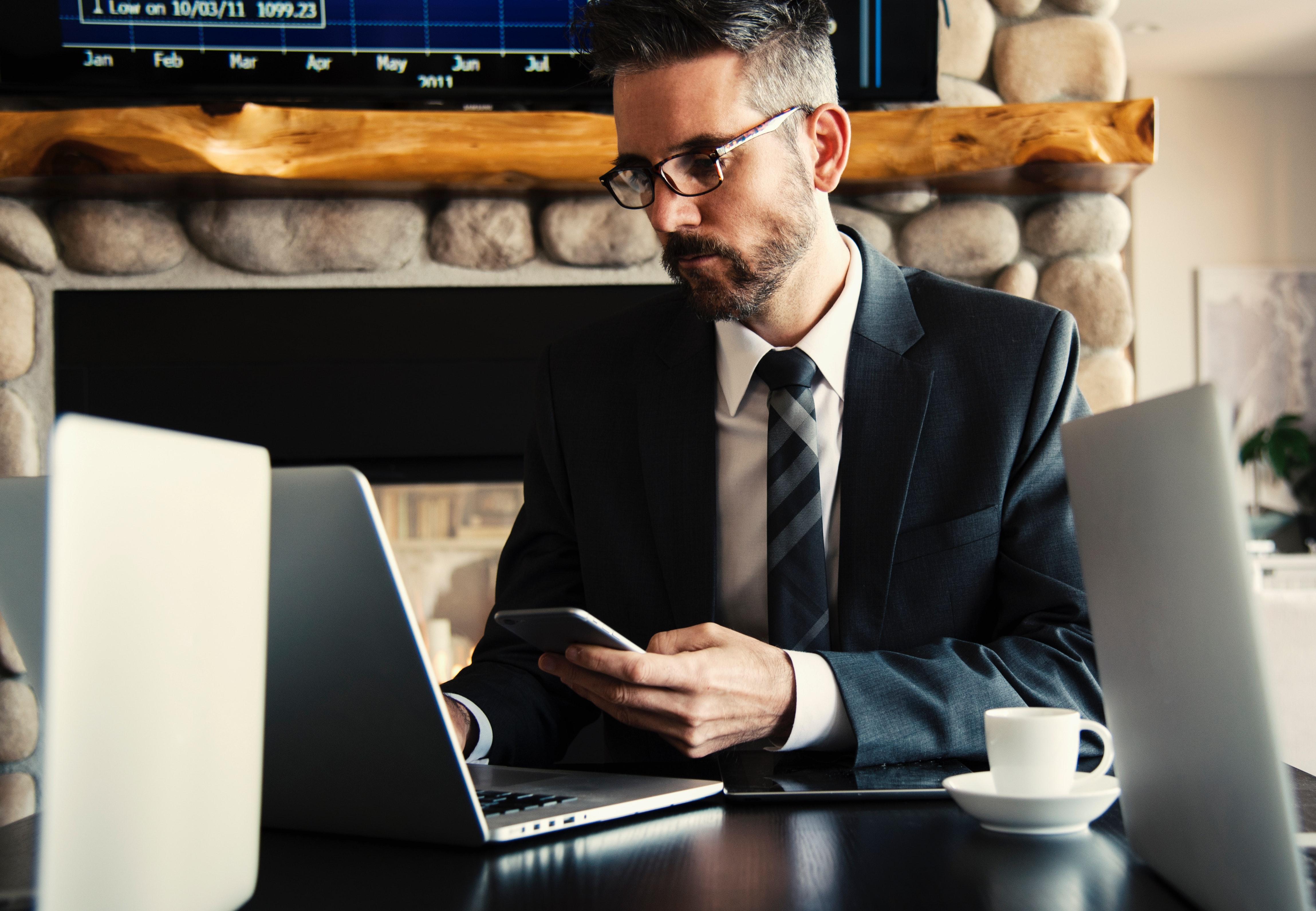 adult-business-businessman-618613